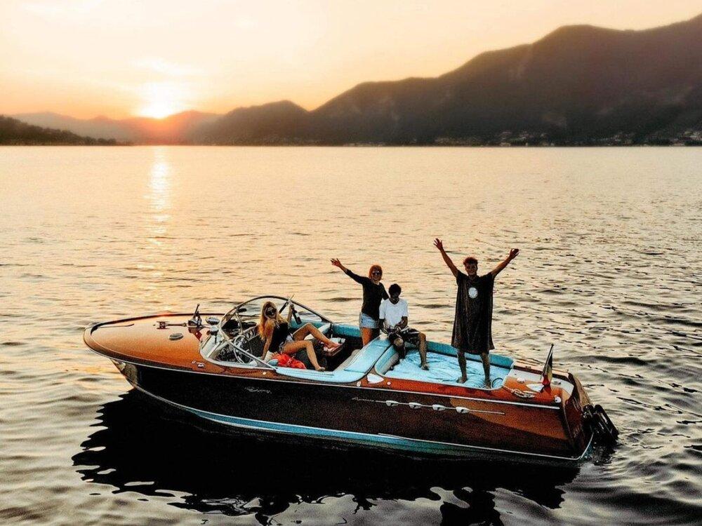 Friends-Fun-Boat